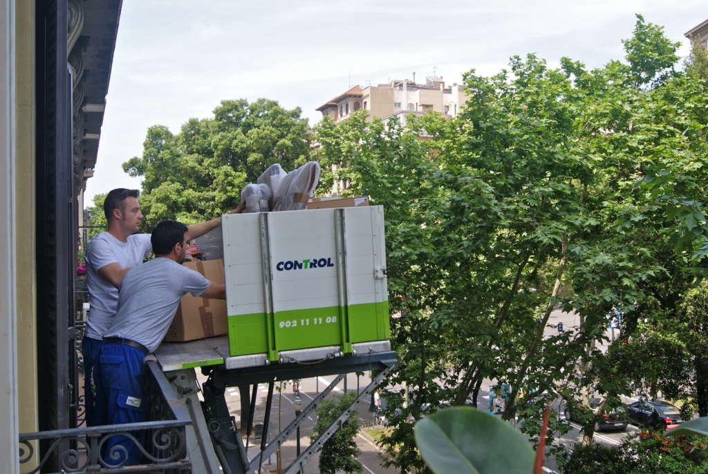 Moving lift in Sant Cugat