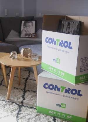 Empaquetar cajas de mudanza